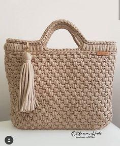 Sipariş ve bilgi için dm 💌 👉ödeme havale eft (kapıda ödeme yok) 👉kargo alıcıya aittir📦 . Crochet Tote, Crochet Handbags, Crochet Purses, Crochet Stitches, Knit Crochet, Crochet Patterns, Crochet Sunflower, Diy Bags Purses, Bag Pattern Free