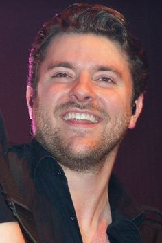 You just know he's a sweetie -look at that smile-never without it. Chris Young Concert, Chris Young Music, Young Country Singers, Country Music Artists, Alan Young, Hot Country Boys, Angel Man, Dear Future Husband, Bold And The Beautiful
