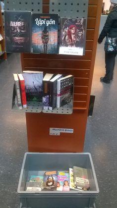 Kirjapoimintoja hyllyn päädyssä nuorten osastolla (+myytäviä nuorten kirjoja)