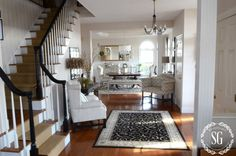ADDING-AN-UPHOLSTERED-CHAIR-TO-THE-FOYER-foyer-and-dining-room-stonegableblog.com_.jpg 900 × 596 pixlar