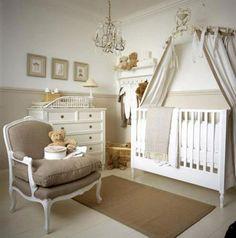 Soft renklerle hazirlanmis bebek odasi...