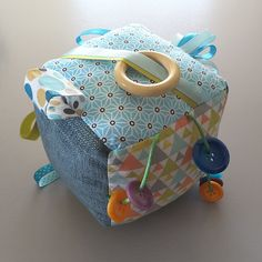 - Moto Tutorial and Ideas Diy Couture Cadeau, Cube Bebe, Cubes, Diy Bebe, Baby Sewing Projects, Baby Couture, Cotton Textile, Baby Crafts, Diy Crafts To Sell