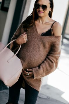 What I'm bringing to the hospital - Shalice Noel Trendy Outfits, Fall Outfits, Summer Outfits, Fashion Outfits, Spring Fashion, Winter Fashion, Bump Style, Sweaters And Jeans, Maternity Fashion