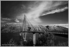 Helgelandsbrua tatt fra Leirfjord mot Alstahaug og Sandnessjøen! Arne IsaksenFerie i Norge - visitnorway.no