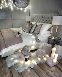 64 Very Beautiful and Comfortable Bedroom Decor ideas You can give your dorm room ideas a creative and personal touch with the dorm room decorating inspiration. The post 64 Very Beautiful and Comfortable Bedroom Decor ideas appeared first on Sovrum Diy. Cute Bedroom Ideas, Trendy Bedroom, Bedroom Inspo, Bedroom Decor Glam, Design Bedroom, Modern Bedroom, Bedroom Themes, Bedroom Lighting, Bedroom Inspiration