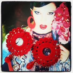 anella rivestita all'uncinetto con cotone color rosso fuoco  - crochet earrings