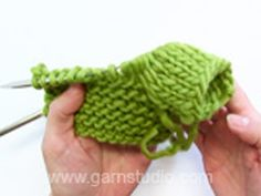 Winter Moss / DROPS 122-41 - Ilmaiset neuleohje DROPS Designilta Baby Knitting Patterns, Baby Cardigan Knitting Pattern, Free Knitting, Crochet Patterns, Drops Design, Bunny Drop, Crochet Design, Drops Baby, Magazine Drops