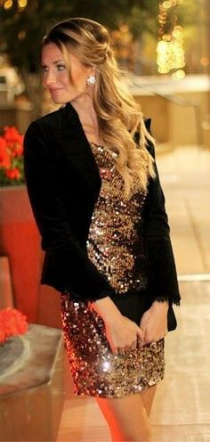 fashionable outfit / black blazer   bag   glitter dress