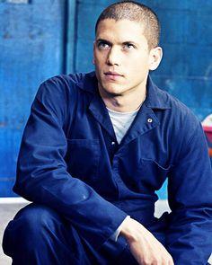 Michael Scofield #PrisonBreak #S1 Michael Scofield, Cute Celebrities, Celebs, Sara Tancredi, Lincoln Burrows, Wentworth Miller Prison Break, Lynsay Sands, Leonard Snart, Paisajes