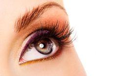 Cómo hacer crecer las cejas rápido. Las cejas son esa parte de la cara que pueden hacer cambiar el rostro de la persona, dependiendo de cómo se lleven: finas o espesas. Por lo general, las chicas hoy en día suelen llevar unas cejas fina...