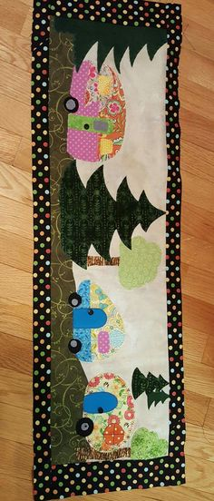 Row by Row camper Table Runner And Placemats, Quilted Table Runners, Small Quilts, Mini Quilts, Quilting Projects, Sewing Projects, Panel Quilts, Quilt Blocks, Camping Quilts