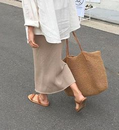 Nude | sandals | bag | summer outfit | nude tinten | zomer outfit | sandalen | streetstyle