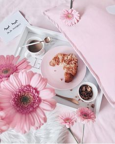 Starting the day off right with breakfast in bed and pink Little Things, Girly Things, Photo Pour Instagram, Room Deco, Rose Pastel, Jolie Photo, Everything Pink, Blogger Tips, Girly Girl