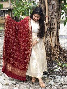 Silk Kurti Designs, Kurta Designs Women, Kurti Designs Party Wear, Long Dress Design, Stylish Dress Designs, Designs For Dresses, Stylish Dresses, Indian Gowns Dresses, Indian Fashion Dresses