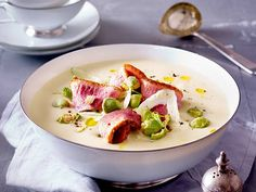 Fennel foam soup with duck breast - Germany Rezepte Ideen Fennel, Caprese Salad, Fine Dining, Potato Salad, Buffet, Food And Drink, Breast, Vegan, Cooking