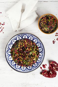 Moroccan Salad - Photography by Elisa Watson for Nourish Magazine Jan/Feb Substitute quinoa for frekeh Avocado Recipes, Salad Recipes, Healthy Recipes, Lunch Recipes, Big Salad, Soup And Salad, Pomegranate Molasses, Pomegranate Salad, Moroccan Salad