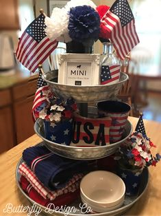 8 Best Inspiring Patriotic Home Interior Decor Ideas How to decorate your home look charming in the day Indepence? Do not be afraid, we give you some home decorating ideas to commemorate USA Indepence day. Fourth Of July Decor, 4th Of July Decorations, July 4th, Holiday Decorations, Buffet Decorations, Table Centerpieces, Decorating Your Home, Diy Home Decor, Decorating Ideas