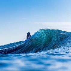 @craig__anderson draws wilder lines than the average surfer as recorded by @whereswalle somewhere off the Australian coast. by redbull_surfing