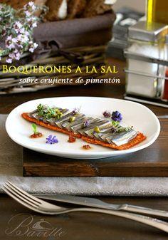 Boquerones a la sal sobre crujiente de pimentón Tapas Menu, Tapas Party, Gourmet Appetizers, Appetizer Recipes, Chef Recipes, Cooking Recipes, Traditional Spanish Dishes, Spanish Tapas, Recipe For 4