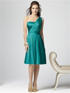 Maybe an option for my sister's wedding? Her color is jade and I love this style.