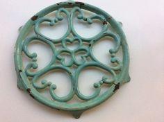 mintunvihreä metallinen pannunalunen . mint pot coaster in metal, diameter 25cm SOLD