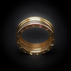 """à vendre : 1150€ Bague Bulgari en Or jaune 18 carats  Modèle """"B-Zéro-1""""   Largeur : 8.20 mm  taille de doigt : 58  poids total :  10.60 gr Prix neuf : 1890€  mise à taille Impossible  Boite d'origine  Vendu avec facture"""