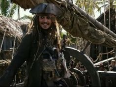 """Piratas del Caribe"" encabeza taquilla; ""Baywatch"" se hunde"