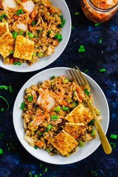 Amp up your fried rice by adding fermented kimchi in this Korean Kimchi Fried Rice recipe! It's a great way to use leftover rice, and dinner is served in an hour. Vegan Brunch Recipes, Vegan Recipes Easy, Korean Recipes, Vegan Meals, Tofu Recipes, Vegan Dishes, Recipies, Korean Kimchi Fried Rice Recipe, Mole