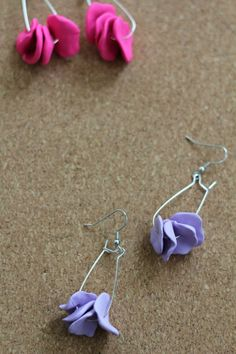 clay earring 3 ~LOOK WHAT THEY USED TO DANGLE THE  POLY CLAY PETALS....A KIDNEY EARWIRE ON A FISH HOOK EARWIRE...COOOOOOOLLLL....