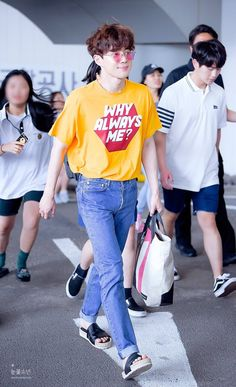 Suho - 170619 Jeju Airport, arrival from Gimpo Credit: Snowflake Boy. (제주공항 입국) EXO EXO K Suho 170619 exo im exo k im suho im 170619 jeju airport p:airport fantaken fs:snowflake boy Kpop Fashion, Asian Fashion, Airport Fashion, Guy Fashion, Kris Wu, Baekhyun, Chen, Pop Clothing, Kpop Mode