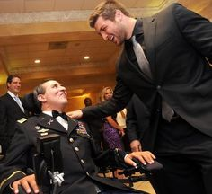 Tim Tebow pays surprise visit to wounded New Tampa veteran