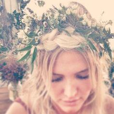 A bride to be Ashlee Simpson (linda inspiração de coroa de flores!).