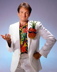 Does anyone remember this image of Robin Williams with the white suit, Hawaiian shirt and the pineapple pin on his chest?