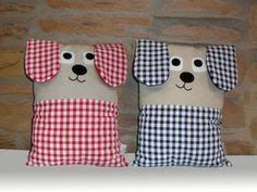 Cojín con forma de perro, confeccionado con tejido beige y combinado con vichy…. Dog-shaped cushion, made with beige fabric and combined with vichy. Dog Cushions, Sewing Pillows, Baby Pillows, Kids Pillows, Animal Pillows, Sewing Projects For Kids, Sewing For Kids, Baby Sewing, Fabric Toys