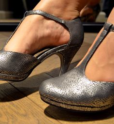 Riemchenpumps ein Must-have Mit diesen Schuhen von Tamaris (39,95 €) bist du auf jeder Party der Hingucker. #schuhe #pumps #tamaris #riehmchenpumps #party #musthaves #hingucker #magmag #trend #streetstyle #lifestyle #blog #mode