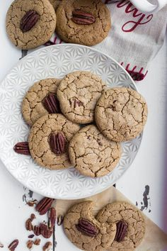 Vegan Cardamom Pecan Cookies are the perfect holiday cookie and are gluten-free, oil-free, dairy-free and full of rich cardamom spices, soft texture and buttery pecans. Pecan Cookie Recipes, Pecan Cookies, Vegan Recipes Videos, Whole Food Recipes, Fall Recipes, Vegan Christmas, Christmas Baking, Biscuits, Chocolate Crinkle Cookies