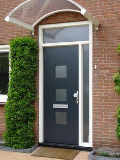 Kunststof voordeur in de kleur antraciet grijs