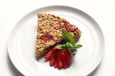 Roasted Strawberry Oat Bake