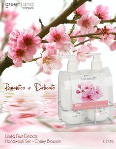 Linea Fruit Extracts Handwash Set Cherry Blossom | Confezione con porta dispenser in acciao, contenente:  - hand wash 300 ml (sapone liquido per le mani)  - hand lotion 300 ml (lozione cremosa per le mani)