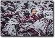 10 des plus belles photos de voyage du concours photo international Siena 2016 Siena, Les Innocents, International Photography Awards, Concours Photo, Photo Awards, Photos Voyages, Photography Contests, Travel Photography, Tibet