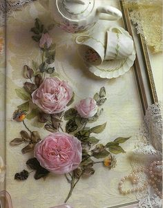 Tutorial: instructions for making ribbonwork old-fashioned English roses with folded centres from silk ribbon. Rose Embroidery, Silk Ribbon Embroidery, Cross Stitch Embroidery, Embroidery Patterns, Ribbon Art, Ribbon Crafts, Flower Crafts, Ribbon Rose, Silk Flowers