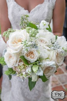 Blush and peach bridal bouquet with a rounded shape | The Green Flamingo | PW Photograhy