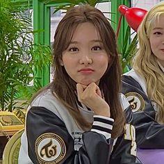 Kpop Girl Groups, Korean Girl Groups, Kpop Girls, Best Dramas, Nayeon Twice, Im Nayeon, Blackpink Fashion, Indie Kids, One In A Million