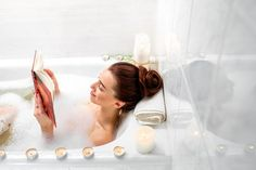 Een heerlijk exfoliërend verzorgend product is de Crème Peeling Renovatrice Nuit. Breng dit product aan op een gereinigde huid. Breng het wat dikker aan als een normale crème. Laat het 20 minuten inwerken en spoel het af met water.