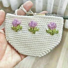 No photo description available. Diy Crafts Crochet, Crochet Gifts, Easy Crochet, Knitting Patterns Free, Free Knitting, Crochet Patterns, Crochet Shawl, Crochet Lace, Crochet Baby Socks