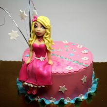 Order cakes for girls in Gurgaon from Crust N Cakes. We bake an eggless themed girls cake and offer free midnight cake delivery to Gurgaon. Best Cakes In London, London Cake, Creepy Faces, Order Cake, Cake Delivery, Cake Online, Personalized Cake Toppers, Crazy Cakes, Birthday Cake Girls