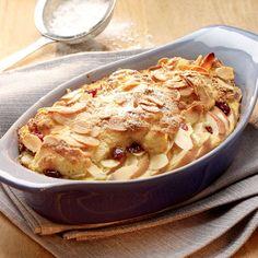 Nadýchaná žemlovka s brusinkami a křupavou mandlovou krustou Apple Pie, Mashed Potatoes, Macaroni And Cheese, Ethnic Recipes, Food, Stollen, Strudel, Tiramisu, Beverage