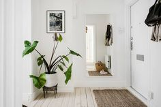 Favourite House Tours Part 1 Scandinavian Apartment, Scandinavian Interior Design, Arch Interior, Room Interior, Living Room Kitchen, Living Room Decor, Entry Stairs, Boutique Homes, Happy House