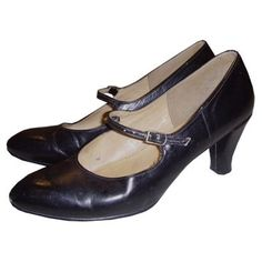 Cute black leather 1970's vintage Mary Jane shoes