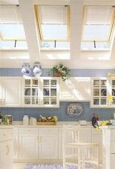 Im Neigungswinkel Verstellbare Wandregale Sind In Einer Küche Dachschräge  Eine Wunderbare Lösung, Sowie Auch Tiefe Und Breite Küchenunterschränke.  Jedoch.